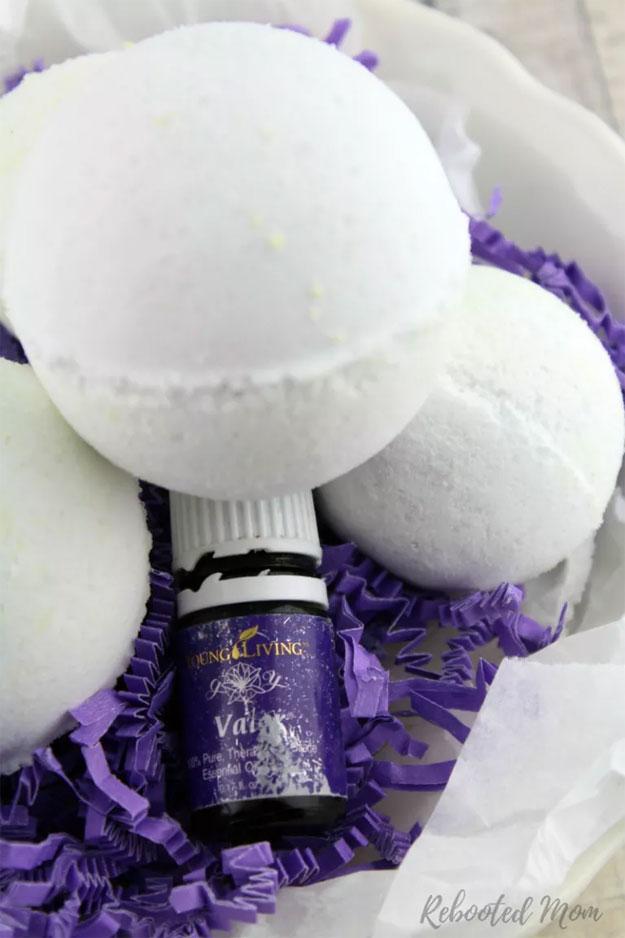DYI Bath Bombs - Natural Bath Bomb Recipe - Creative and Fun Bath Bombs to Make at Home - Cool Teen and Adult Crafts - Cheap DIY Gift Ideas - DIY Lush Recipes - Natural, Fizzy Bath Bomb Recipe #diychristmasgifts #bathbombtutorials