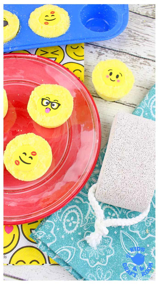 Bath Bombs DIY - DIY Emoji Bath Bombs - Easy Bath Bomb Recipes - Cool DIY Christmas Gifts - Homemade Bath Bomb Recipe - DIY Lush Bath Bomb Copycats - DIY Bath Bomb with Essential Oils #diygifts #teengifts #giftsformom