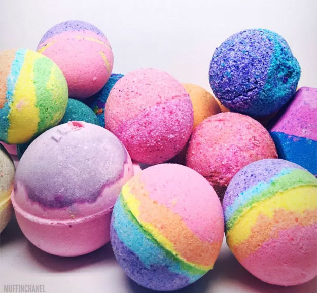 DYI Bath Bombs - How to Make Lush Inspired Bath Bombs - Creative and Fun Bath Bombs to Make at Home - Cool Teen and Adult Crafts - Cheap DIY Gift Ideas - DIY Lush Recipes - Natural, Fizzy Bath Bomb Recipe #diychristmasgifts #bathbombtutorials