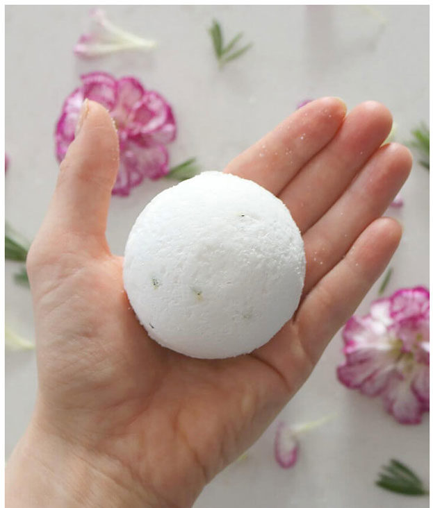 Bath Bombs DIY - How to Make Muscle Relief Bath Bombs - Easy Bath Bomb Recipes - Cool DIY Christmas Gifts - Homemade Bath Bomb Recipe - DIY Lush Bath Bomb Copycats - DIY Bath Bomb with Essential Oils #diygifts #teengifts #giftsformom