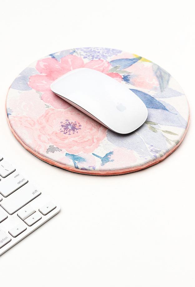 Crafts To Make and Sell For Teens - DIY Floral Mouse Pad Tutorial - How to Make A Mouse Pad - DIY Mousepads - Easy Craft Project Ideas To Make for Selling On Etsy and Online - Cool Ideas and DIY Ideas You Can Sell On Etsy - Fun and Cheap Do It Yourself Projects for Teenagers to Make Extra Money This Summer #teencrafts #craftstomakeandsell #diyideas