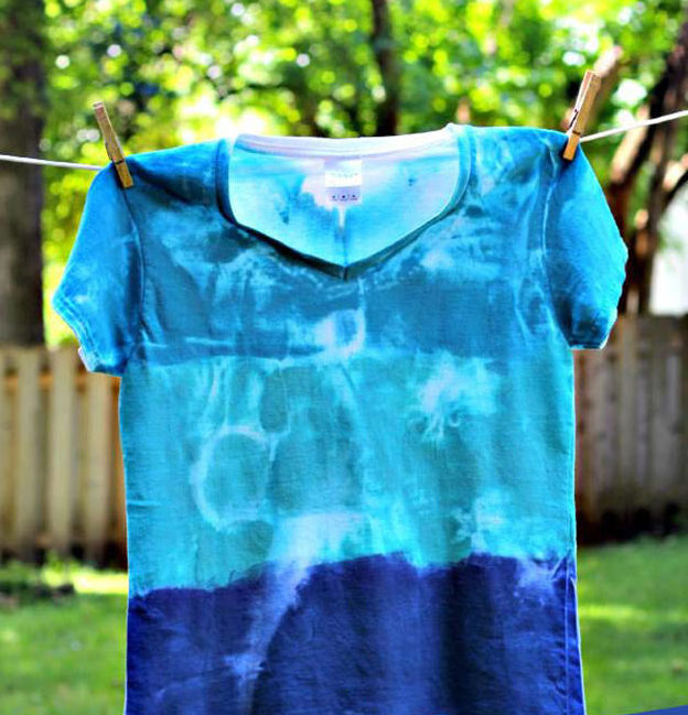 Crafts To Make and Sell For Teens - DIY Sun Printed Tee Shirt Tutorial - How to Sun Print A T-Shirt - Easy Craft Project Ideas To Make for Selling On Etsy and Online - Cool Ideas and DIY Ideas You Can Sell On Etsy - Fun and Cheap Do It Yourself Projects for Teenagers to Make Extra Money This Summer #teencrafts #craftstomakeandsell #diyideas