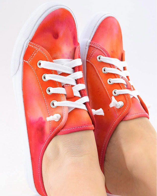 Crafts To Make and Sell For Teens - DIY Ice Dyed Sneaker Tutorial - How to Ice Dye Sneakers - Easy Craft Project Ideas To Make for Selling On Etsy and Online - Cool Ideas and DIY Ideas You Can Sell On Etsy - Fun and Cheap Do It Yourself Projects for Teenagers to Make Extra Money This Summer #teencrafts #craftstomakeandsell #diyideas
