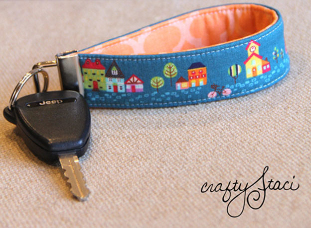 Crafts To Make and Sell For Teens - DIY Key Fob Wristlet Tutorial - How to Make A Key Fob Wristlet - Easy Craft Project Ideas To Make for Selling On Etsy and Online - Cool Ideas and DIY Ideas You Can Sell On Etsy - Fun and Cheap Do It Yourself Projects for Teenagers to Make Extra Money This Summer #teencrafts #craftstomakeandsell #diyideas
