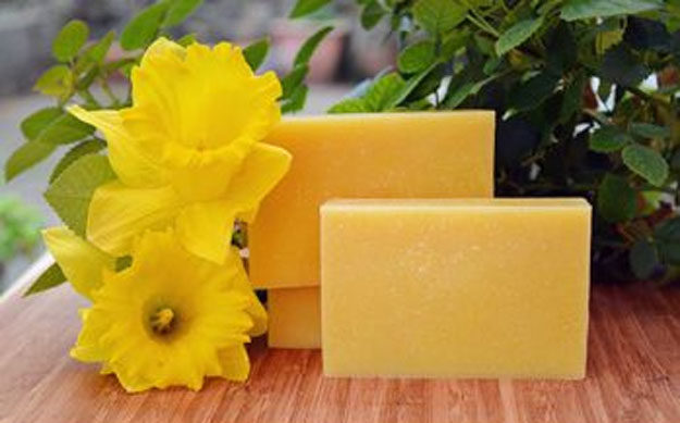 Lush Copycat Recipes - DIY Daffodil Soap Recipe - DIY Lush Inspired Copycats and Dupes - How to Make Do It Yourself Lush Products like Homemade Bath Bombs, Face Masks, Lip Scrub, Bubble Bars, Dry Shampoo and Hair Conditioner, Shower Jelly, Lotion, Soap, Toner and Moisturizer. Tutorials Inspired by Ocean Salt, Buffy, Dark Angels, Rub Rub Rub, Big, Dream Cream and More - Teens and Teenager Crafts #teencrafts #lush #diyideas