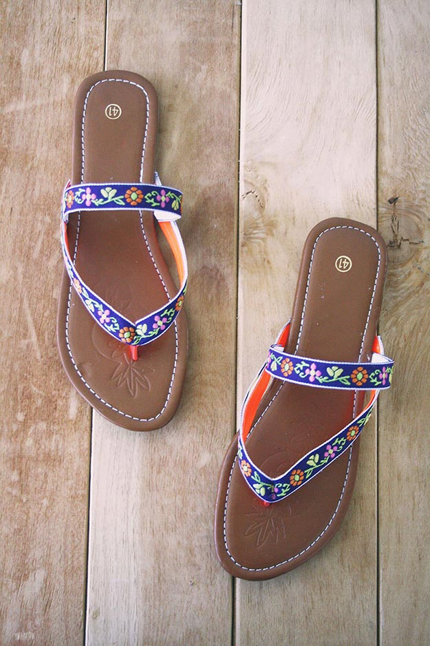 DIY Boho Fashion Ideas - DIY Easy Bohemian Sandals Tutorial - How to Make Boho Sandals - How to Make Your Own Boho Clothes, Sandals, Jewelry At Home - Boho Fashion Style - Cute and Easy DIY Boho Clothing, Clothes, Fashion - Homemade Bohemian Clothing #teencrafts #diyideas #diybohofashion #diybohoclothes