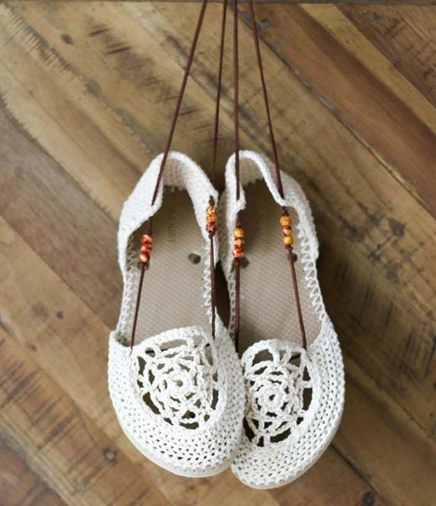 DIY Boho Fashion Ideas - DIY Dream Catcher Crochet Sandals Tutorial - How to Make Boho Sandals - How to Make Your Own Boho Clothes, Sandals, Jewelry At Home - Boho Fashion Style - Cute and Easy DIY Boho Clothing, Clothes, Fashion - Homemade Bohemian Clothing #teencrafts #diyideas #diybohofashion #diybohoclothes