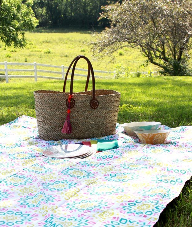 DIY Ideas for Summer - DIY 15 Minute Picnic Blanket Tutorial - How to Make A Picnic Blanket - Cute Summery Crafts to Make and Sell - DIY Summer Crafts, Projects, Decor for Kids, Tweens, Teens, Adults, Seniors - Ideas to Make for Lake, Pool, Outdoors - Creative Things to Make for Summertime - Teen Crafts and DIY Projects #teencrafts #diyideas #craftideasforsummer