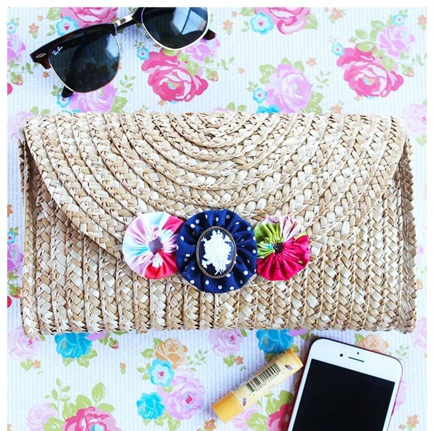 DIY Ideas for Summer - DIY Straw Clutch Tutorial - How to Make A Straw Clutch - Cute Summery Crafts to Make and Sell - DIY Summer Crafts, Projects, Decor for Kids, Tweens, Teens, Adults, Seniors - Ideas to Make for Lake, Pool, Outdoors - Creative Things to Make for Summertime - Teen Crafts and DIY Projects #teencrafts #diyideas #craftideasforsummer