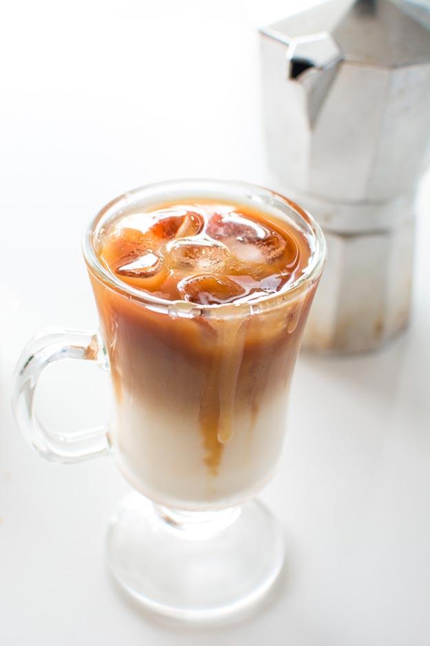 DIY Starbucks Drinks - Starbucks Iced Carmel Macchiato Recipe - How to Make A Starbucks Iced Carmel Macchiato - How to Make Starbucks Drinks at Home - Recipes To Make At Home From Starbucks Menu, Starbucks Recipes - How To Make The Best Latte, Coffee, Copycat Frappuccino - Healthy Versions Of Starbucks Drinks - Iced Beverages, Refreshers, How To Make Hot Coffee Like Starbucks - Unicorn Frappuccinos, Mocha, Caramel Macchiato, White Chocolate Frappe #teencrafts #diyideas #diystarbucksdrinks