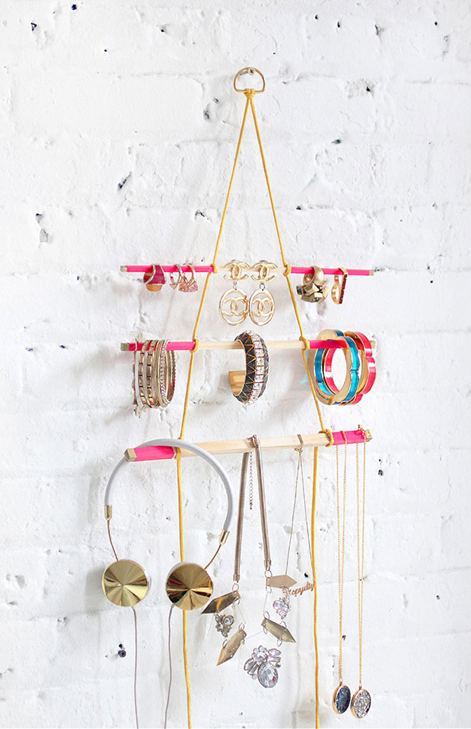 Cheap DIY Gifts to Make For Friends - How to Make A Hanging Jewelry Holder - BFF Gift Ideas for Birthday, Christmas - Last Minute Gifts for Friends - Cool Crafts For Teens and Girls #teencrafts #diyideas #giftideas