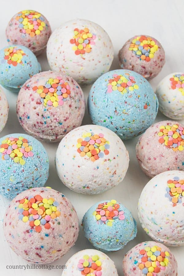 DYI Bath Bombs - How to Make Confetti Bath Bombs - Creative and Fun Bath Bombs to Make at Home - Cool Teen and Adult Crafts - Cheap DIY Gift Ideas - DIY Lush Recipes - Natural, Fizzy Bath Bomb Recipe #diychristmasgifts #bathbombtutorials