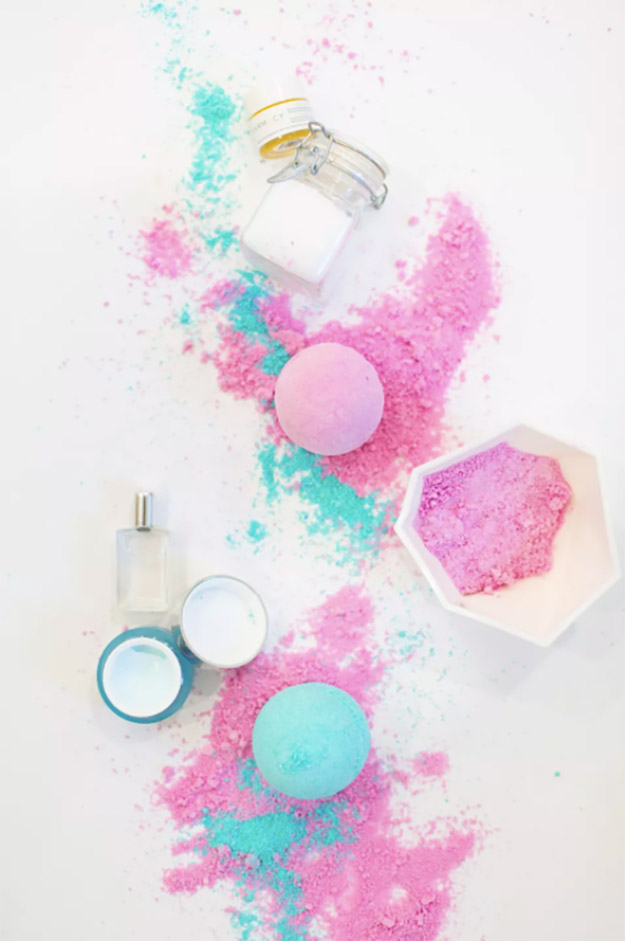 Bath Bombs DIY - How to Make Fizzy Bath Bombs - Easy Bath Bomb Recipes - Cool DIY Christmas Gifts - Homemade Bath Bomb Recipe - DIY Lush Bath Bomb Copycats - DIY Bath Bomb with Essential Oils #diygifts #teengifts #giftsformom