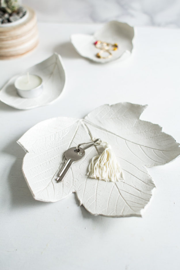 Crafts To Make and Sell For Teens - DIY Leaf Dish Tutorial - How to Make A Clay Leaf Dish - Easy Craft Project Ideas To Make for Selling On Etsy and Online - Cool Ideas and DIY Ideas You Can Sell On Etsy - Fun and Cheap Do It Yourself Projects for Teenagers to Make Extra Money This Summer #teencrafts #craftstomakeandsell #diyideas