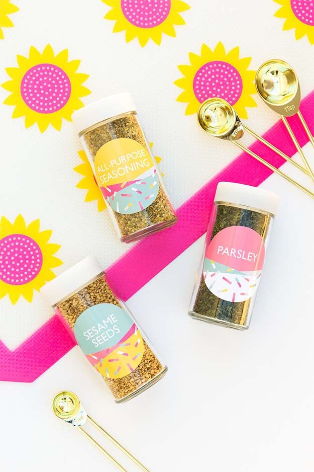 Jar Gift Ideas - How to Make Cute Spice Jars - Food, Cookie, Birthday Gifts in A Jar Ideas - Easy and Quick Last Minute Gift Ideas for Hostess - Simple Gift ideas to Make for A Teenager - Gifts in A Jar Recipes - Easy Teen Crafts - Mason Jar Gifts For Friends